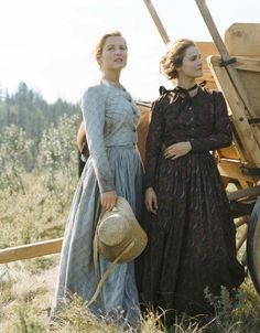 Jessica Capshaw and Keri Russell in Into the West Vintage Outfits, Vintage Fashion, Pioneer Clothing, Pioneer Dress, Jessica Capshaw, Into The West, Look Retro, Mode Chic, Estilo Retro