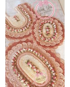 Encomenda super luxo para Cacoal-RO ❤❤❤ Free Crochet Doily Patterns, Crochet Doilies, Crochet Flowers, Crochet Shorts, Soft Furnishings, Baby Shower, Crochet Necklace, Diy Crafts, Embroidery
