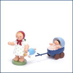 Eine unserer Lieblings #Blumenkinder von #Wendt & #Kühn: Das #Mädchen mit dem #Puppenwagen. Sieht richtig süß nach #Frühling aus. Erhältlich im #Feingefuehl #Onlineshop. http://feingefühl-shop.de/wendt-und-kuehn/blumenkinder-und-freunde/603/maedchen-mit-puppe-und-puppenwagen?c=33