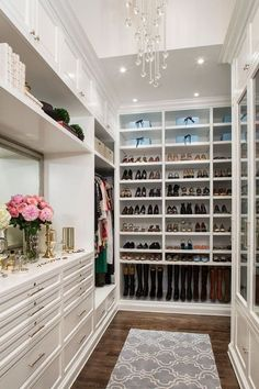 Divine walking closet designs you need to have. Thirty walking closet ideas for the perfect fashion wardrobe. Feed your design ideas now. Walking Closet, Walk In Closet Design, Closet Designs, Master Closet Design, Bedroom Designs, Beautiful Closets, Beautiful Home Interiors, Beautiful Shoes, Closet Layout