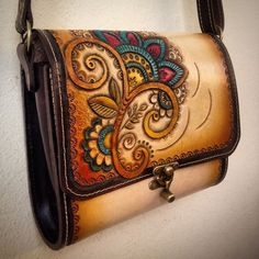 best ideas about Leather tooling Leather Carving, Leather Art, Leather Tooling, Leather Purses, Leather Handbags, Leather Diy Crafts, Leather Projects, Sacs Design, Handmade Leather Wallet
