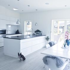 division Aufteilung - Add Modern To Your Life Kitchen Interior, Interior Design Living Room, Living Room Designs, Living Room Decor, Luxury Kitchens, Home Kitchens, Küchen Design, House Design, Design Ideas