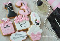 #девочкитакиедевочки #пряникиручнойработы #имбирныепряникиназаказ #деньрождения #сладкийподарок #gingerbread #royalicingcookies #angelassweets