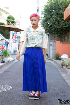 Bunka Student in Retro Top & Maxi Pleated Skirt