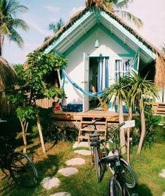 beach house 48 Cozy and Warm Tropical Living Room Dcor Ideas Sala Tropical, Tropical Home Decor, Tropical Houses, Tropical Interior, Tropical Furniture, Tropical Colors, Bold Colors, Beach Cottage Style, Beach Cottage Decor