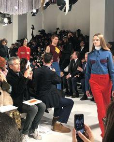 [NFW_Day2] 뉴욕패션위크 초미의 관심사였던 라프 시몬스의 캘빈클라인 컬렉션이 공개되었습니다. 설치미술가 스털링 루비가 아트워크한 런웨이 위로 매력적인 컬러조합과 신선한 소재의 믹스가 돋보이는 룩들이 쏟아져나왔죠.  via HARPER'S BAZAAR KOREA MAGAZINE OFFICIAL INSTAGRAM - Fashion Campaigns  Haute Couture  Advertising  Editorial Photography  Magazine Cover Designs  Supermodels  Runway Models