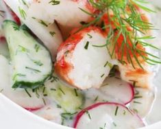 Concombre et radis au surimi et yaourt 0% : http://www.fourchette-et-bikini.fr/recettes/recettes-minceur/concombre-et-radis-au-surimi-et-yaourt-0.html