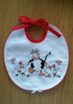 I made this for my unborn baby after this http://casulo-carlasb.blogspot.pt/2013/02/um-passeio-pelo-campo.html  #cross stitch #cow #chicken #bib
