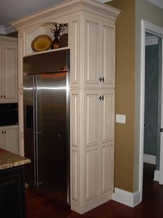 SIDE PANTRY: If you have walk-through areas in your kitchen, this could be a great idea for a small pantry, small dishes/glasses, or even small appliances. There are many possibilities with this idea. Add this to end of new pantry remodel. Kitchen Pantry Cabinets, Kitchen Redo, New Kitchen, Kitchen Storage, Kitchen Remodel, Kitchen Small, Cabinet Storage, Kitchen Ideas, Fridge Storage