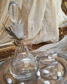 Καραφα γαμου και ποτήρι  απο κρύσταλλο  βοημιας !υπέροχα  δεμένο με γαλλική  λεβάντα  για έναν  υπέροχο  γάμο: Wedding Decorations, Table Decorations, Wedding Ideas, Best Friend Wedding, Save The Date, Summer Wedding, Glass Vase, Blog, Yoga Pants