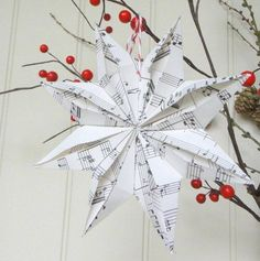 Origami star of sheet music fold for vintage look - Weihnachten mach es selbst - Origami 3d Origami Stern, Origami 3d, Christmas Origami, Christmas Crafts, Christmas Ornaments, Origami Simple, Iris Paper Folding, Origami For Beginners, Navidad Diy