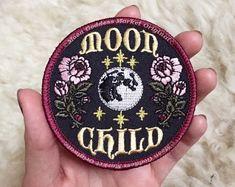 Durchstöbere einzigartige Artikel von TheMoonGoddessMarket auf Etsy, einem weltweiten Marktplatz für handgefertigte, Vintage- und kreative Waren.