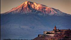 Le monastère Khor à l'ombre du mont Ararat, symbole religieux cher aux chrétiens. C'est sur ses pentes que se serait échoué Noé avant de fonder une nouvelle humanité.