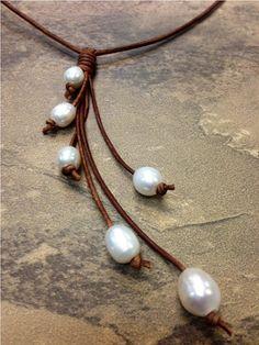 De cuero y collar de perlas de agua dulce  Cindy