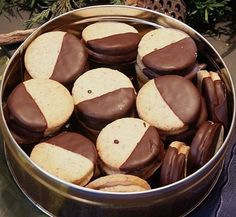 Nougattaler, a refined recipe from the category biscuits . Bewer… Nougattaler, a refined recipe from the category biscuits & cookies. Ratings: Average: Ø - Biscuit Cookies, Cake Cookies, Easy Cookie Recipes, Baking Recipes, Galletas Cookies, Sweets Cake, Christmas Baking, Christmas Recipes, Bakery