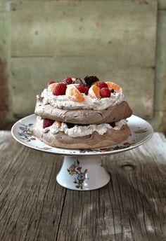 Sweet Home - Schokoladenmeringue mit Früchten und Rahm