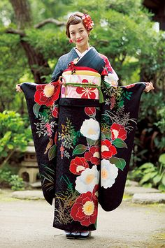 振袖専門店 振袖の一蔵 もっと見る Traditional Japanese Kimono, Traditional Fashion, Traditional Outfits, Traditioneller Kimono, Kimono Fabric, Japanese Outfits, Japanese Fashion, Japanese Clothing, Kimono Design