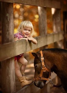 "Talking with the animals out on the ""spread"" The Animals, Farm Animals, Kids Animals, Country Life, Country Girls, Country Living, Mundo Animal, Baby Set, Horse Love"