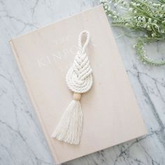 Custom pipa knot with a wood bead accent✨ Love the idea😍 . Macrame Art, Macrame Design, Macrame Knots, Macrame Jewelry, Macrame Supplies, Macrame Projects, String Crafts, Macrame Patterns, Diy Crafts To Sell
