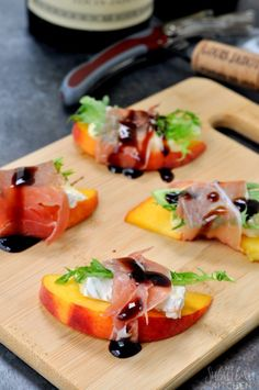 Peach Brie Bites (topped with an arugula leaf and wrapped in prosciutto. Drizzled with balsamic vinegar to finish). Brie Bites, Peach Appetizer, Good Food, Yummy Food, Summer Recipes, Summer Appetizer Recipes, Appetisers, Appetizers For Party, Food Presentation
