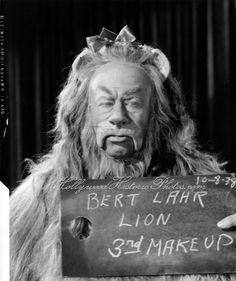 Bert Lahr #movie #oz #wizard #cowardly #lion #lahr