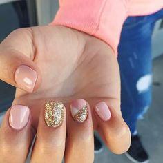 Nails by Sierra @seasonssalonanddayspa #nailart #naildesigns #gelpolish #glitter #seasonssalon #fullset #acrylic #gel #utahhair