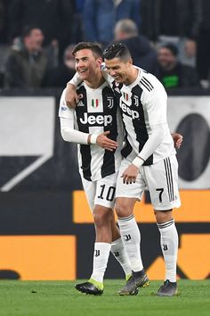 Paulo Dybala of Juventus celebrates his opening goal with teammate. Cristiano Ronaldo Wallpapers, Cristano Ronaldo, Juventus Players, Juventus Fc, Zinedine Zidane, Goals Football, Football Boys, Sports, Borussia Dortmund