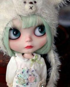 I'm just thinking... ✨ #blythe#dollphotography#doll#dollstagram#customdoll#custom#bear#kawaii#ooakdoll#toy#instatoy