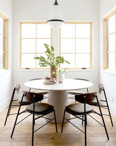Round Tables Dining Room Luxury Preston Round Dining Table – Mcgee & Co Muebles Home, Home Interior, Interior Design, Kitchen Interior, Modern Interior, Kitchen Seating, Dining Table Chairs, Round Dining Table Modern, Room Chairs