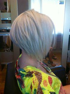 Transformeer jezelf in een winterkoningin met deze 10 witte/platina blonde halflange kapsels…