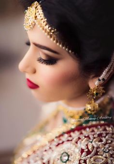 Shopzters is a South Indian wedding site Bridal Make Up, Wedding Make Up, Bun Hairstyles, Wedding Hairstyles, Red Lip Makeup, Wedding Preparation, Beautiful Girl Photo, Gold Choker, Red Lips