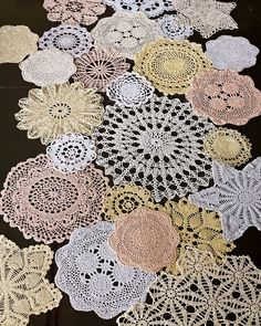 Crochet Doily Table Runner, made using 24 assorted size doilies stitched together Doilies Crafts, Lace Doilies, Crochet Doilies, Colchas Quilt, Quilts, Crochet Projects, Sewing Projects, Doily Art, Diy And Crafts