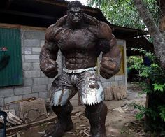 Immortalize the undisputed muscle of the Avengers in your own yard with the scrap metal Hulk statue. This monstrous statue stands tall and depicts the Hulk in all his glory – so any weaklings who cross his path can awe at his godlike physique. Arte Pop, Arte Do Hulk, Comic Books Art, Comic Art, Hulk Comic, Art En Acier, Steampunk Accessoires, Grandeur Nature, Hulk Art