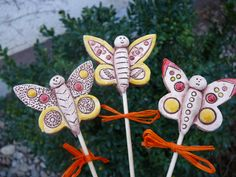 Clay Flowers, Wind Chimes, Garden Ideas, Porcelain, Christmas Ornaments, Holiday Decor, Plants, Blue Prints, Pottery