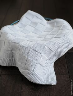 This soft and beautiful baby blanket is the perfect gift for your newborn. It measures Completely handmade. Made of high-quality cotton yarn. We have different color options, you can choose your color when ordering. We need 15 days to make the blanket. Muslin Blankets, Knitted Baby Blankets, Baby Girl Blankets, Receiving Blankets, Baby Blanket Crochet, Crochet Baby, Knitted Afghans, Chunky Crochet, Baby Knitting Patterns