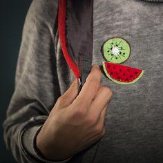 Watermelon & kiwi brooch. Felts: https://en.hobium.com/felt-5 Karpuz ve kivi broş. Keçeler: https://www.hobium.com/kece-5
