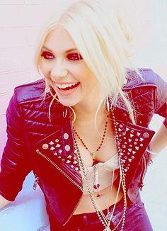 Taylor Momsen. I rarely see her smile so this makes me happy :)