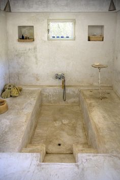 tadelakt bathtub -- Casa Albanese, Pantelleria, Italy, 1998 by ASA Studio Albanese Dream Bathrooms, Beautiful Bathrooms, Small Bathroom, Stone Bathroom, Bathroom Storage, Roman Bathroom, Bathrooms Online, White Bathrooms, Bathroom Images