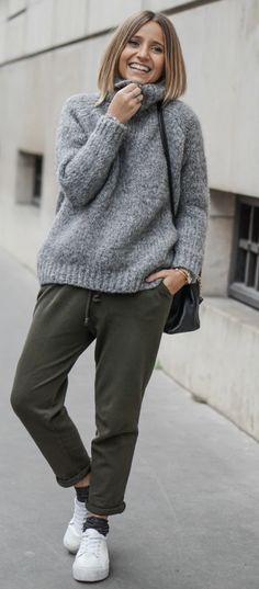#fashion # outifits #winter Camille Callen + oversized knitwear + joggers + sneakers Sweater/Trousers: Zara.