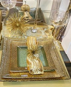 Gold glam tablesetting in our Beverly Hills store by Dining Room Bar, Dinning Table, Dining Room Design, Table Place Settings, Beautiful Table Settings, Christening Table Ideas, Condo Furniture, Table Top Design, Thanksgiving Table Settings