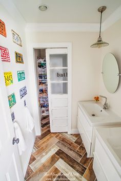 Eclectic bathroom on