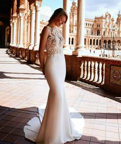 Impresionante #vestidodenovia corte sirena modelo #raika de #pronovias #pronoviasatelier2018 #atelierpronovias2018 #novia #bridaldress @Regrann from @pronovias - Wedding dress eye candy. *Swooning* over Raika dress photographed in Seville's iconic Plaza de España! (link in bio) Photo: @darioaranyo Hair & makeup: @aranyito - #regrann http://gelinshop.com/ipost/1519157320000867774/?code=BUVIYiglg2-
