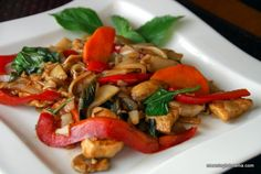 Restaurant Quality Phad Kee Mow - Thai Drunken Noodles Recipe - Meaningfulmama.com This looks super easy to make and delicious!