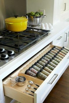 53 Cheap Kitchen Organization Ideas On A Budget - . Informations About 53 Cheap Kitchen Organization Ideas On A Budget Pin You can easily use my prof - Kitchen On A Budget, Home Decor Kitchen, Interior Design Kitchen, Kitchen And Bath, New Kitchen, Home Kitchens, Long Kitchen, Smart Kitchen, Kitchen Planning