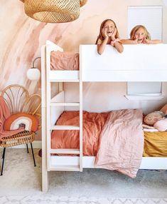 Coral Bedroom, Girls Bedroom, Trendy Bedroom, Bedroom Color Schemes, Bedroom Colors, Bedroom Decor, Wall Decor, Modern Girls Rooms, Quartos