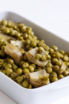 Artichokes with peas and dill traditional Greek dish  Anna-Maria Barouh  http://www.instyle.gr/recipe/arakas-me-agkinares/