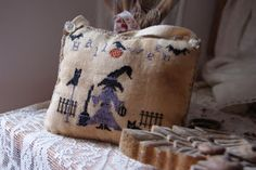 Ricamando e.....: THE LITTLE WITCH FREE PATTERN