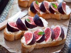 Receta de Bruschetta de Queso con Higos   Una botana ultra sencilla de preparar pero delicioso sabor. Los higos y el queso gorgonzola son una mezcla ideal.
