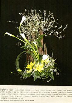 플라워경진대회에 대한 이미지 검색결과 #Arreglosflorales Spring Flower Arrangements, Ikebana Arrangements, Spring Flowers, Floral Arrangements, Flora Design, Design Art, Arreglos Ikebana, Birch Branches, Arte Floral