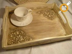 Pin by Sonia Romero on Bandejas Kitchen Tray, Kitchen Paint, Painted Trays, Decoupage Box, Repurposed Furniture, Diy Projects To Try, Diy Crafts, Painting, Moulding
